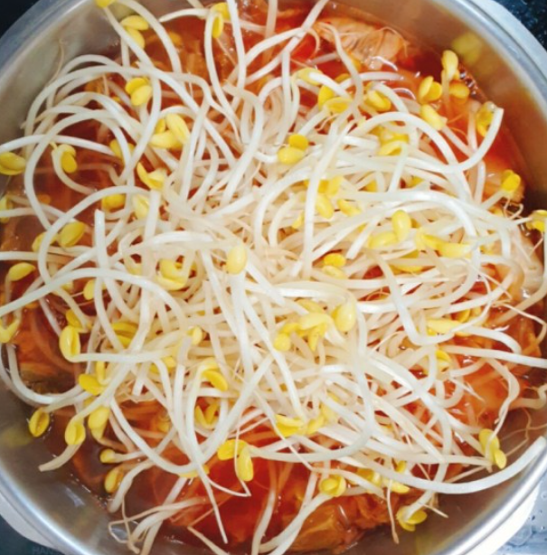 How to Make Kimchi Soup – 김치국